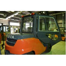 Металлическая кабина на погрузчик Toyota 8FD35-50N